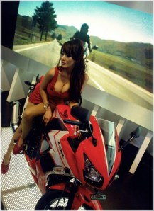 wpid-1414814239-sexy-lady-with-all-new-cbr-150r
