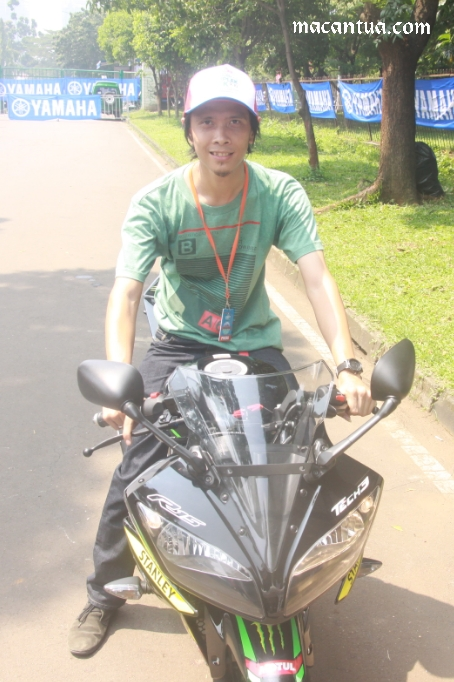 wpid-yamaha-yamaha-r15-monster-tech-3-test-ride-otobursa-tumplek-blek-2015.jpg.jpeg