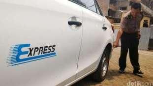 wpid-taksi-express-b-1698-kth-ditembak-pengemudi-land-cruiser-b-1-wto-di-mampang-4.jpg