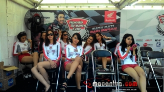 honda-dream-cup-bandung-umbrella-girl-6-macantua.com_.jpg.jpeg
