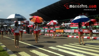 honda-dream-cup-bandung-umbrella-girl-7-macantua.com_.jpg.jpeg