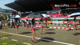 honda-dream-cup-bandung-umbrella-girl-8-macantua.com_.jpg.jpeg
