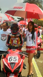 honda-dream-cup-bandung-umbrella-girl-macantua.com_.jpg.jpeg