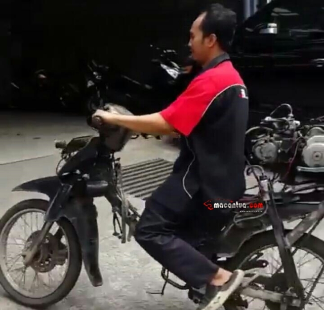 motor-bebek-mesin-belakang-macantua-com